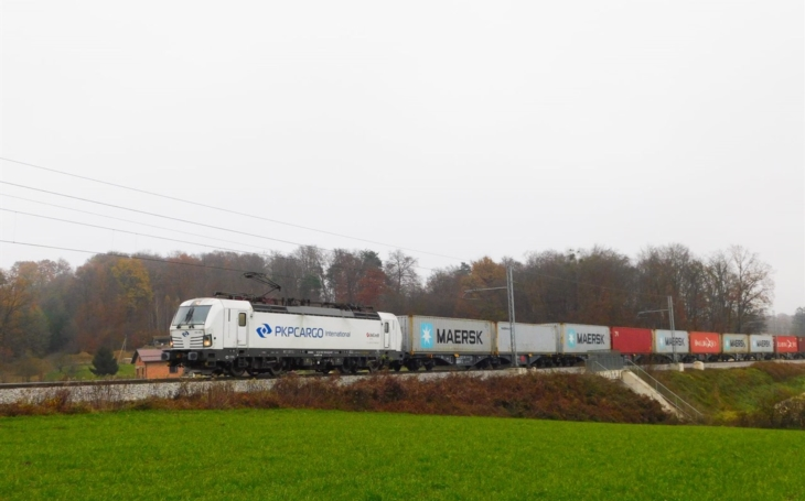 PKP Cargo has launched a new transport between Slovenia and the Czech Republic. The train connects Koper and Mělník.