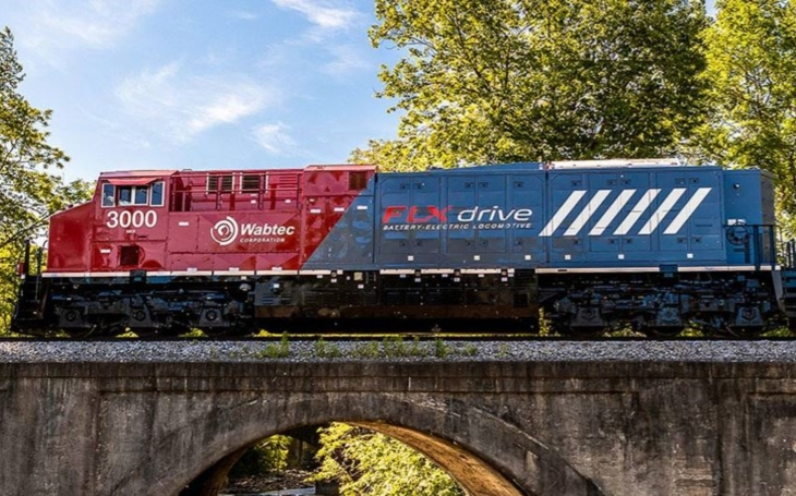 Wabtec and BNSF Railway Company are jointly testing the operation of a battery-powered locomotive