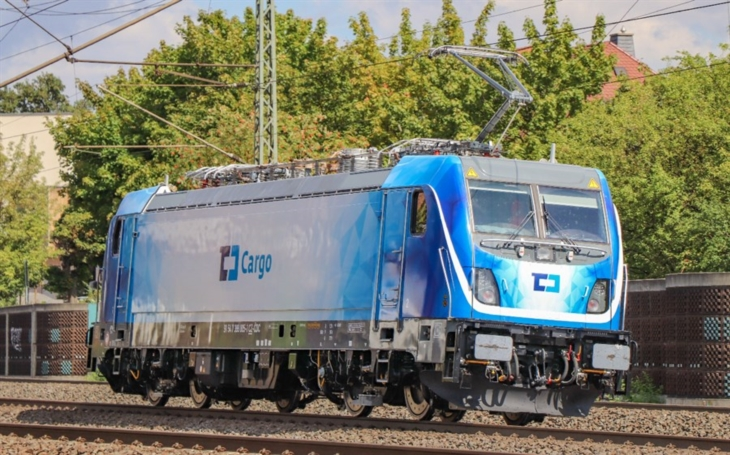 Bombardier to deliver 10 TRAXX locomotives to ČD Cargo. Recent leasing of Vectrons is a solution for the bridging period.