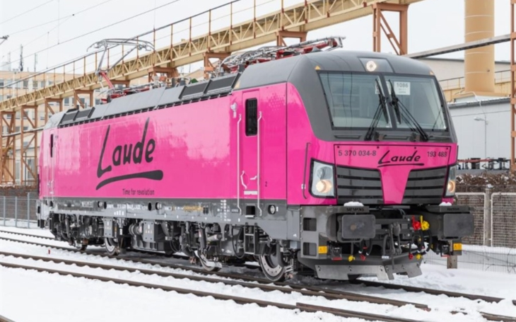 The first pink Siemens Vectron locomotive in Europe. Laude smart intermodal has expanded its fleet
