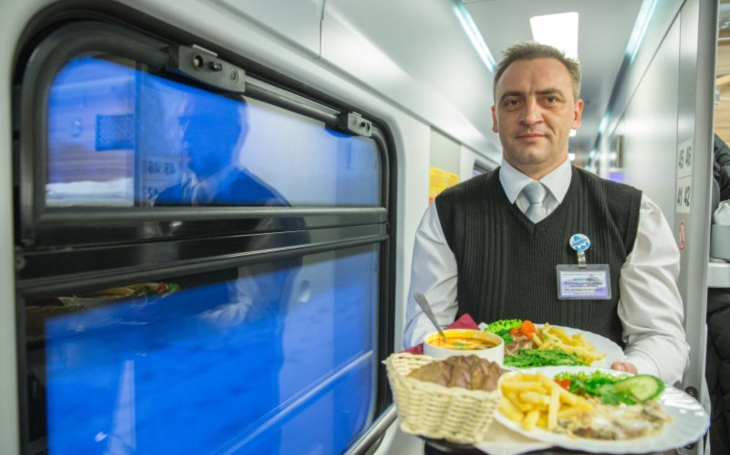 Ordering food from a restaurant to office or home is nothing unusual these days. In Russia, however, the service can be ordered while traveling on the train.