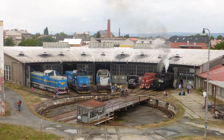 Desítky historických kolejových vozidel ČD přechází do sbírek Národního technického muzea