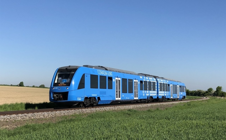 Alstom Coradia iLint hydrogen train runs in France for the first time