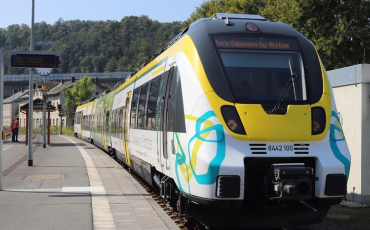 Alstom unveils its battery-powered compound train in Saxony